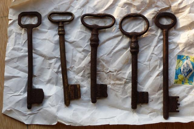 Fotoreportage Op Mix Erf - Typisch brocante - Antieke sleutels