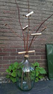 Op Mix Erf - Amersfoort - stekjes - handgeblazen fles met takken en muzieknoten